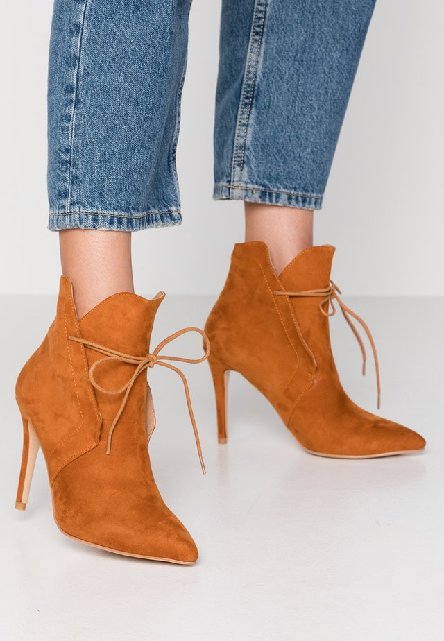 High Heel Stiefelette - tan
