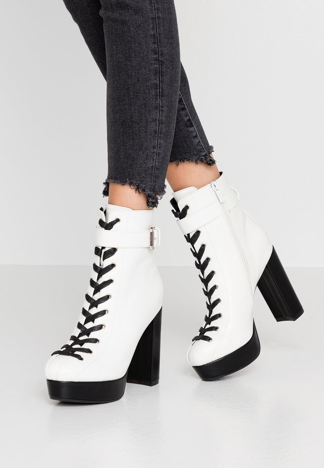 High Heel Stiefelette - white