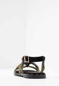 co wren wide fit - Sandals - black/gold - 5