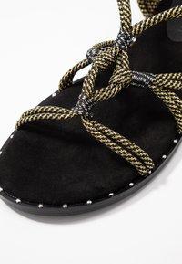 co wren wide fit - Sandals - black/gold - 2