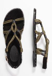 co wren wide fit - Sandals - black/gold - 3