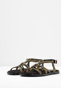 co wren wide fit - Sandals - black/gold - 4