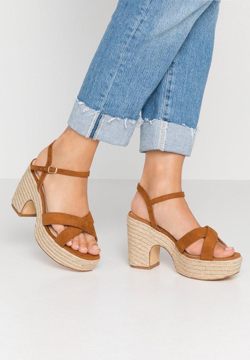 co wren wide fit - Sandály na vysokém podpatku - tan