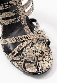 co wren wide fit - Sandály na vysokém podpatku - beige - 2
