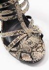 co wren wide fit - High heeled sandals - beige