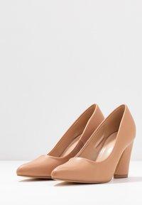 co wren wide fit - WIDE FIT - Zapatos altos - beige - 4