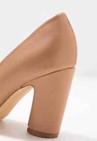 co wren wide fit - WIDE FIT - Zapatos altos - beige - 2