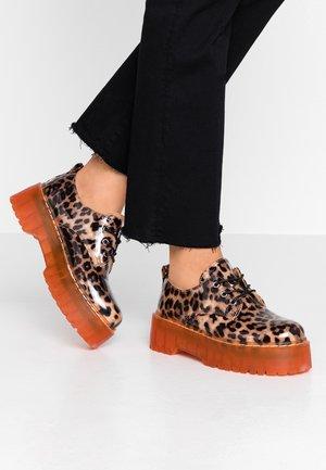 WIDE FIT - Šněrovací boty - brown