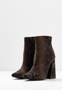 co wren wide fit - High heeled ankle boots - green - 4