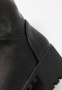 co wren wide fit - WIDE FIT - Platform ankle boots - black - 2