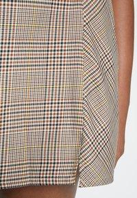 Cotton On Curve - ASPEN CHECK MINI SKIRT - Mini skirt - sarah tortoise - 4