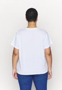 Cotton On Curve - FRIENDS GRAPHIC TEE - Triko spotiskem - white - 2