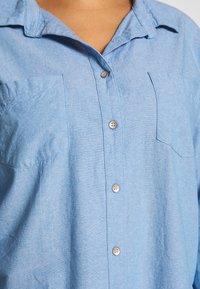 Cotton On Curve - LUCY - Button-down blouse - light blue wash - 5