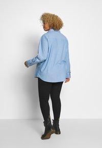 Cotton On Curve - LUCY - Button-down blouse - light blue wash - 2