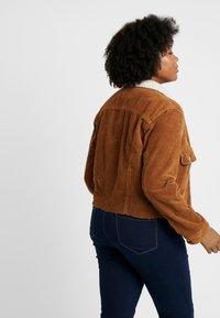 Cotton On Curve - GIRLFRIEND JACKET - Chaqueta fina - brushetta sherpa - 2