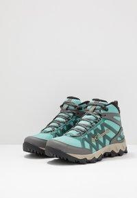 Columbia - PEAKFREAK X2 MID OUTDRY - Chaussures de marche - copper ore/warm gold - 2