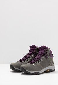 Columbia - 100MW TITANIUM OUTDRY - Hiking shoes - ti grey steel/black cherry - 2