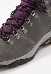 Columbia - 100MW TITANIUM OUTDRY - Hiking shoes - ti grey steel/black cherry - 5