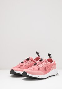 Columbia - VENT - Hiking shoes - canyon rose/black - 2