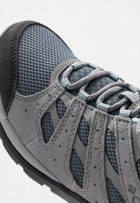 Columbia - REDMOND V2 - Outdoorschoenen - graphite/blue - 5