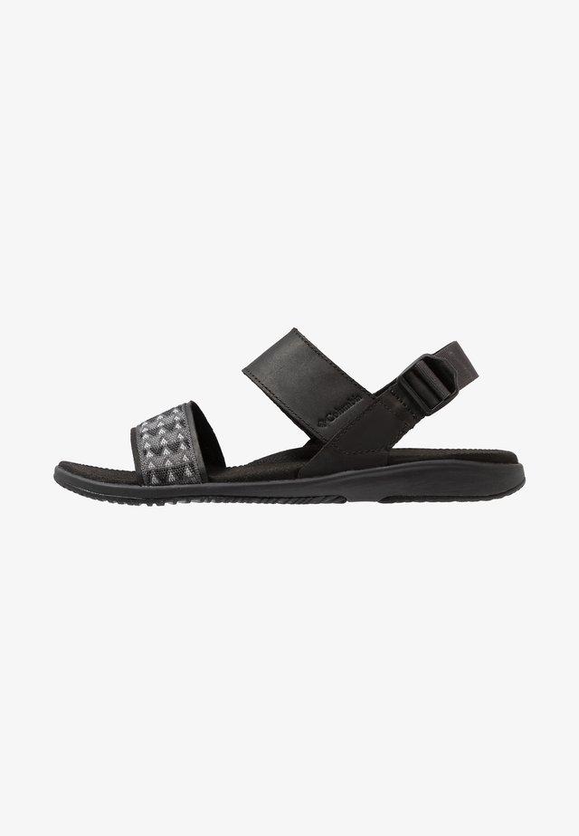 SOLANA - Chodecké sandály - black/graphite