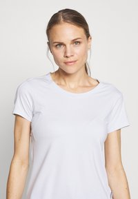 Columbia - FIRWOOD CAMP™ TEE - T-shirts med print - white - 3