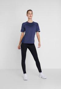 Columbia - WINDGATES TEE - Print T-shirt - nocturnal - 1