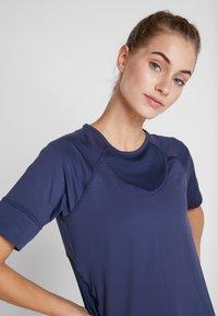 Columbia - WINDGATES TEE - Print T-shirt - nocturnal - 3