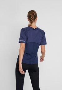 Columbia - WINDGATES TEE - Print T-shirt - nocturnal - 2