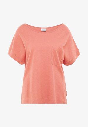 SUMMER CHILL TEE - T-shirts - cedar rush