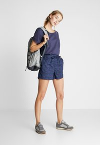 Columbia - SUMMER CHILL SHORT - Sports shorts - nocturnal wispy bamboos - 1