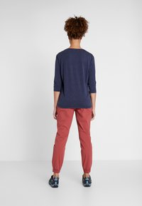 Columbia - FIRWOOD CAMP PANT - Trousers - dusty crimson - 2