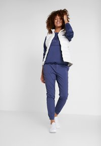 Columbia - FIRWOOD CAMP PANT - Bukse - nocturnal - 1