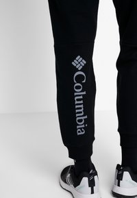 Columbia - LODGE JOGGER - Jogginghose - black - 3