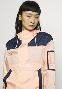 Columbia - CHALLENGER - Veste coupe-vent - peach cloud/nocturnal/white