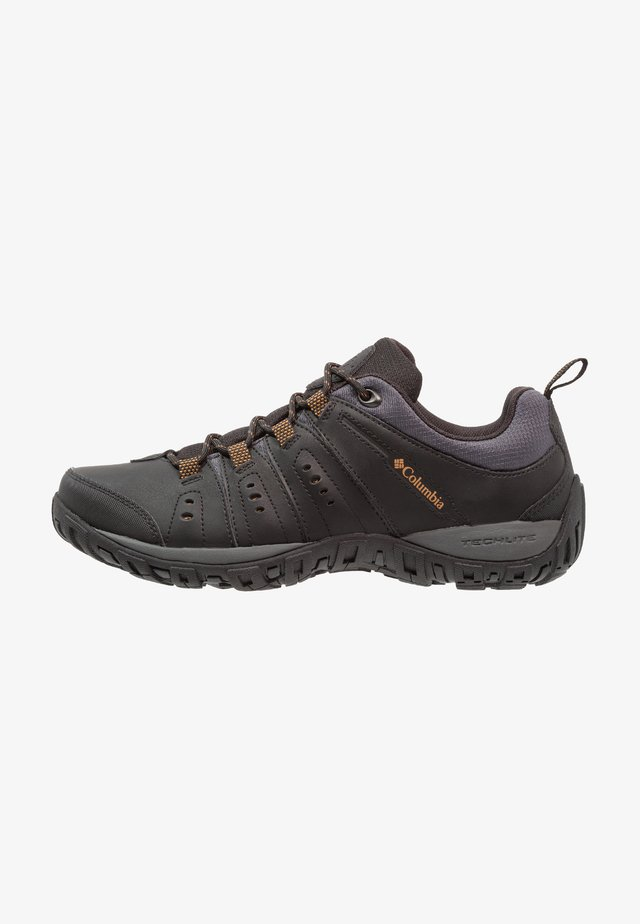 WOODBURN II - Outdoorschoenen - black/goldenrod