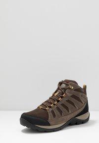 Columbia - REDMOND V2 MID WP - Hiking shoes - cordovan baker - 2
