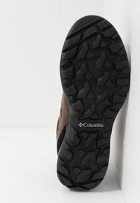 Columbia - REDMOND V2 MID WP - Hiking shoes - cordovan baker - 4