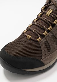 Columbia - REDMOND V2 MID WP - Hiking shoes - cordovan baker - 5