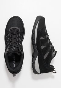 Columbia - REDMOND V2 WP - Zapatillas de senderismo - black/dark grey
