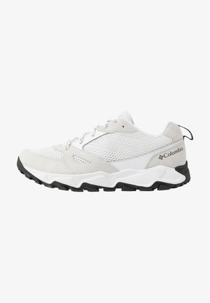 IVO TRAIL BREEZE - Zapatillas de senderismo - white/black
