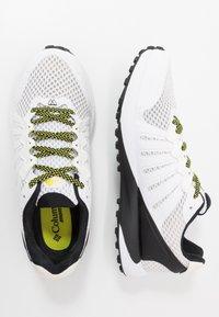 Columbia - COLUMBIA MONTRAIL F.K.T. - Zapatillas de trail running - white/black - 1
