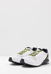Columbia - COLUMBIA MONTRAIL F.K.T. - Zapatillas de trail running - white/black - 2