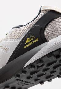 Columbia - COLUMBIA MONTRAIL F.K.T. - Zapatillas de trail running - white/black - 5