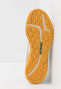 Columbia - VITESSE - Zapatillas de senderismo - dark stone/honey yellow - 4