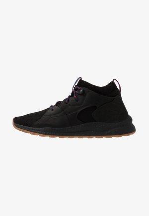 SH/FT MID OUTDRY - Chaussures de marche - black/cactus pink