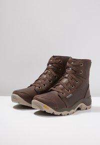 Columbia - CAMDEN OUTDRY CHUKKA - Zapatillas de senderismo - cordovan/grey - 2