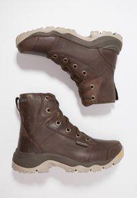 Columbia - CAMDEN OUTDRY CHUKKA - Zapatillas de senderismo - cordovan/grey - 1