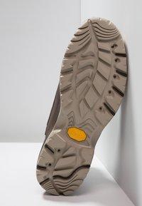Columbia - CAMDEN OUTDRY CHUKKA - Zapatillas de senderismo - cordovan/grey - 4