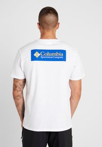 Columbia - NORTH CASCADES SHORT SLEEVE - Print T-shirt - white/azul - 2